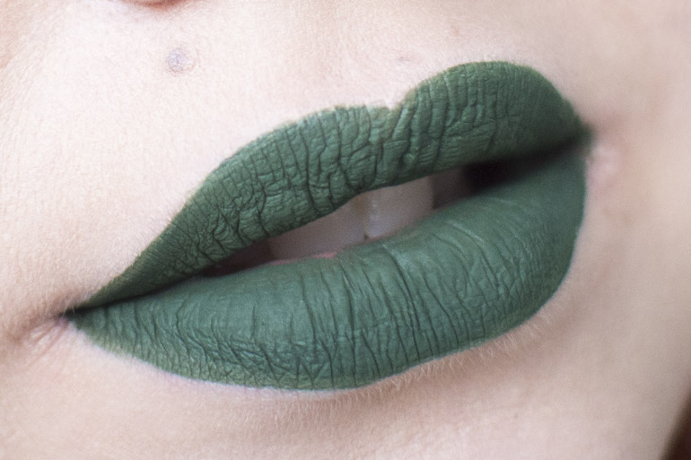 Jeffree Star Velour Liquid Lipstick Crocodile Tears swatch