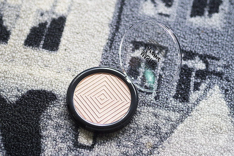 Maybelline Face Studio Master Chrome Metallic Highlighter -korostuspuuteri 050 Molten Rose Gold