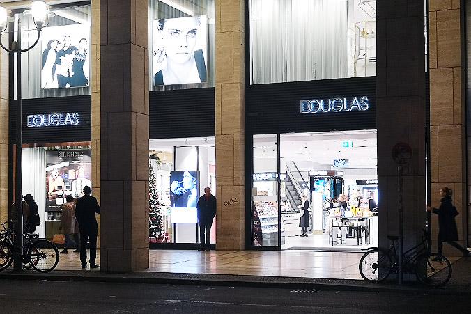 Douglas Kosmetiikkashoppailu Berliinissä Saksassa