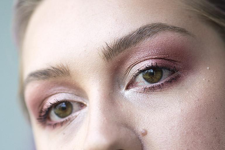 Yksinkertaiset silmämeikit syksyyn Jaclyn Hill paletti värikäs
